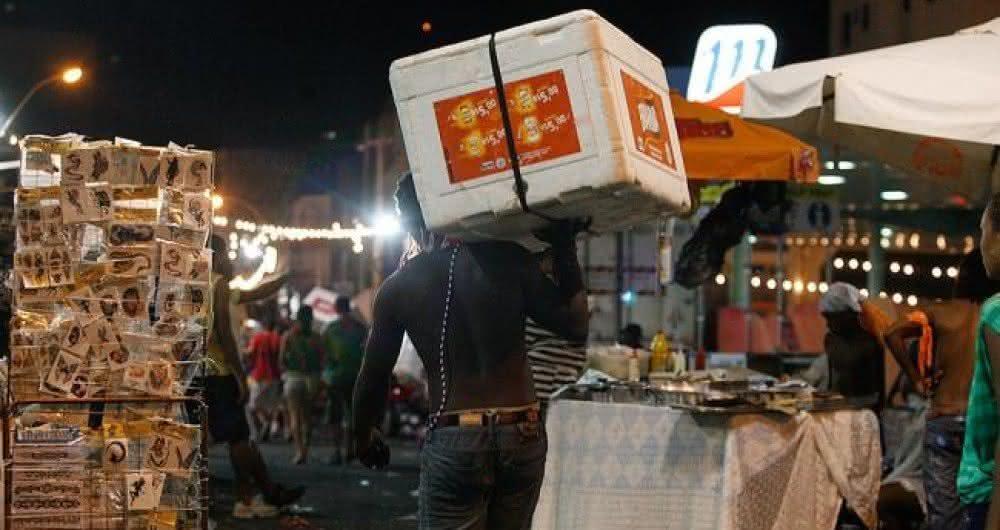 Ambulantes de Salvador voltam a rotina após lockdown