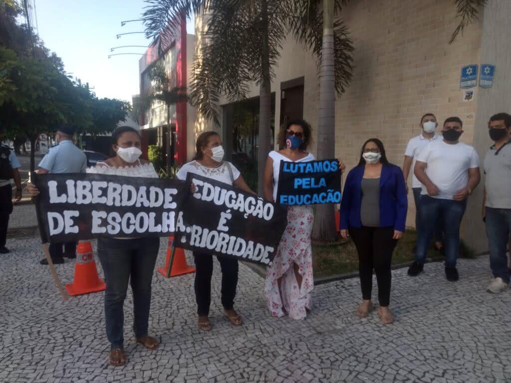 Economia: Proprietários de escolas particulares fazem protesto por retomada da atividade do setor em Fortaleza