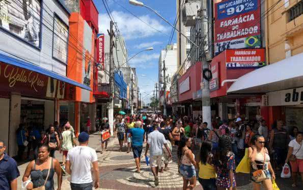 Economia: Descarte de R$ 40 mil em produtos gera tumulto em loja de Aracaju