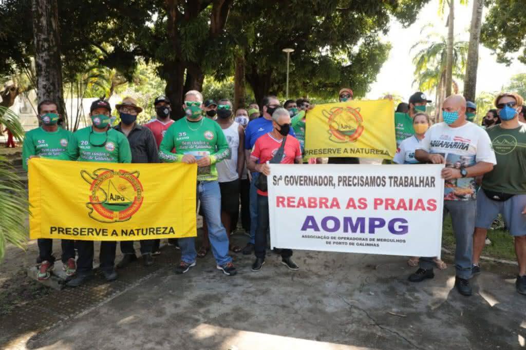 Ambulantes protestam em Pernambuco e cobram liberação de comércio nas praias