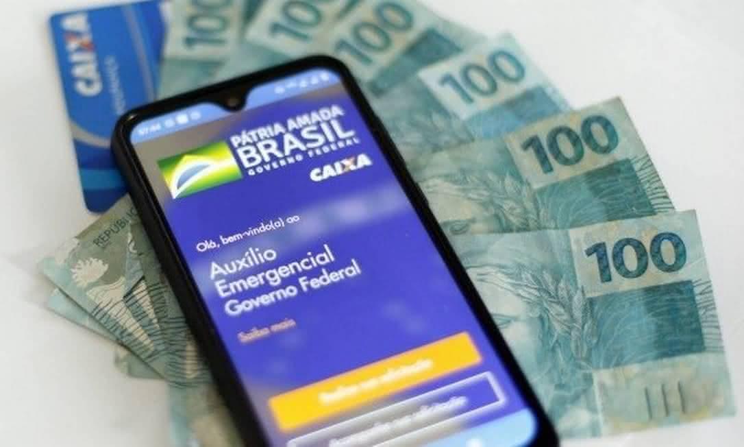 Depois de briga entre equipe e Bolsonaro, governo determina novo valor do auxílio emergencial