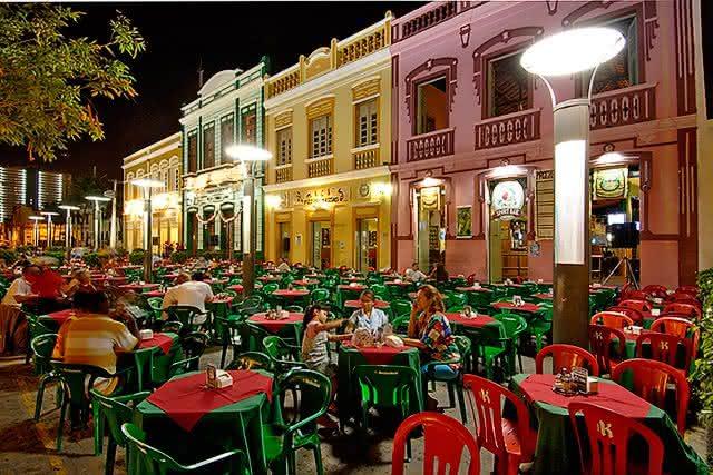 Bares, shows, cinemas e eventos podem voltar a funcionar no Ceará