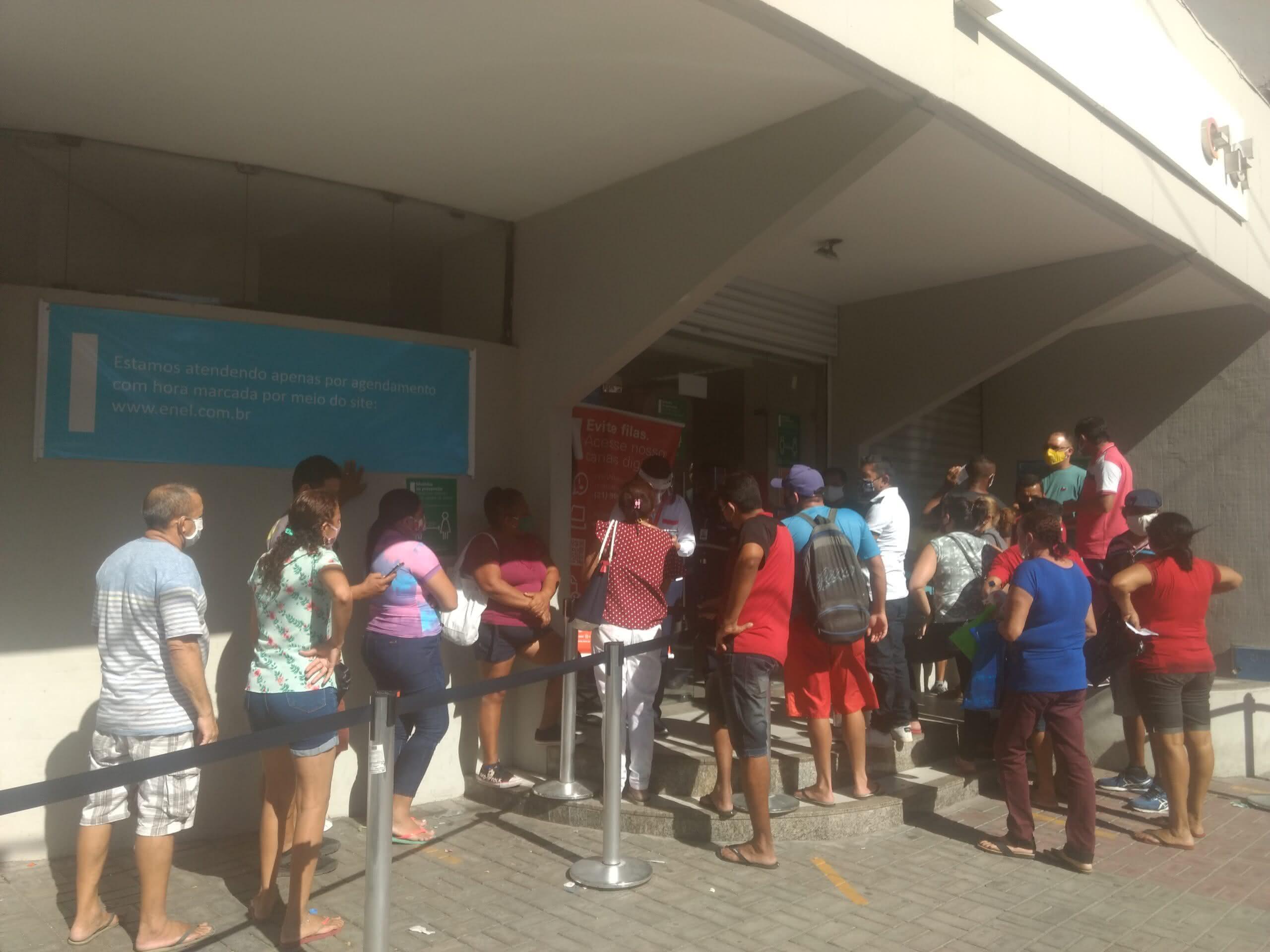 Em Fortaleza, clientes lotam agência da Enel em busca de parcelamento