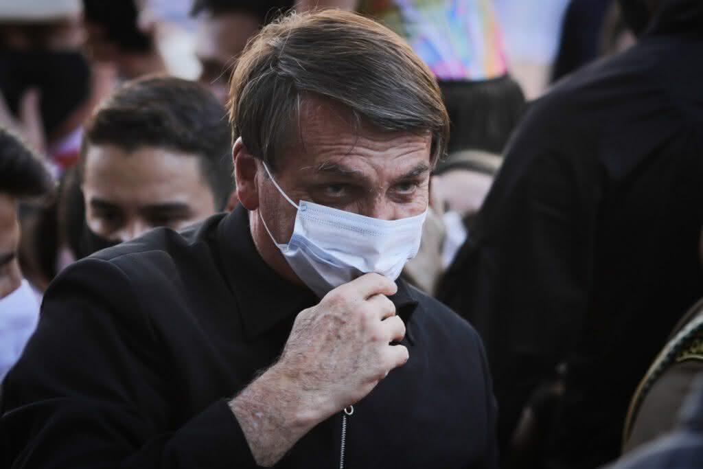 'Minha vontade é encher tua boca na porrada' responde Bolsonaro ao ser questionado sobre suposta corrupção
