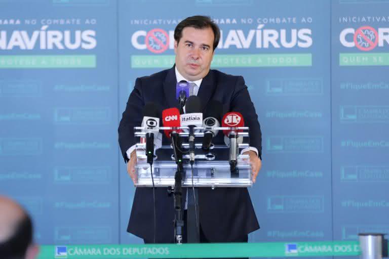 Presidente da Câmara critica aumento de impostos e defende teto de gastos no controle da inflação