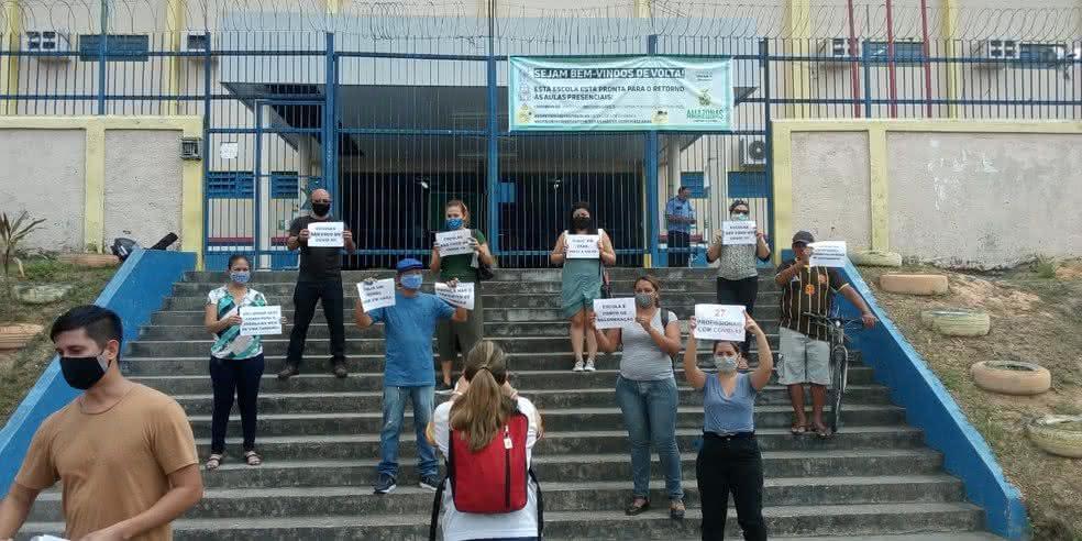 Aumento de casos de Covid-19 faz professores protestarem em Manaus-AM
