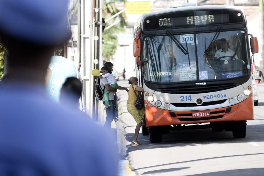 Fecomércio estuda medidas para evitar superlotação e melhorar transporte público de Recife