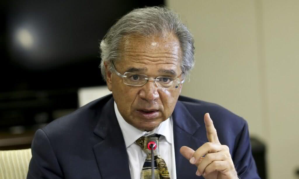 Guedes reclama das despesas e alerta sobre a necessidade de redução de gastos em 2021