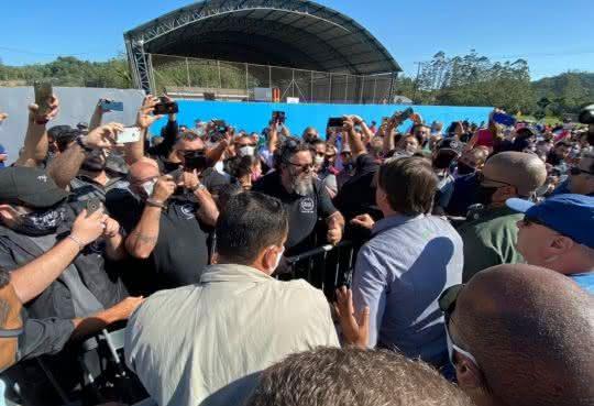 Presidente pede abertura definitiva do comércio e dispara:' já que não tenho autoridade para tal' (Foto: Divulgação/Facebook Jair Bolsonaro)
