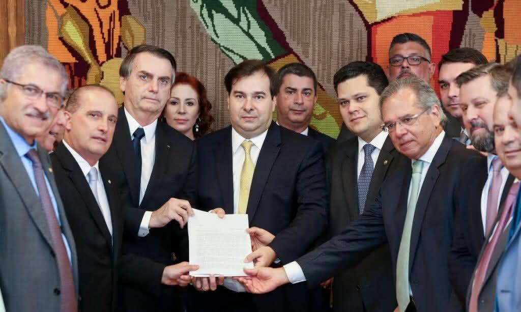 Nova PEC autoriza presidente excluir cargos sem a permissão do Congresso; entenda Reforma