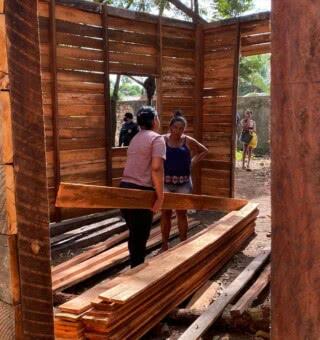 Famílias são retiradas de área pública invadida na Zona Norte de Macapá